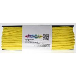Gelb mit goldenen Streifen